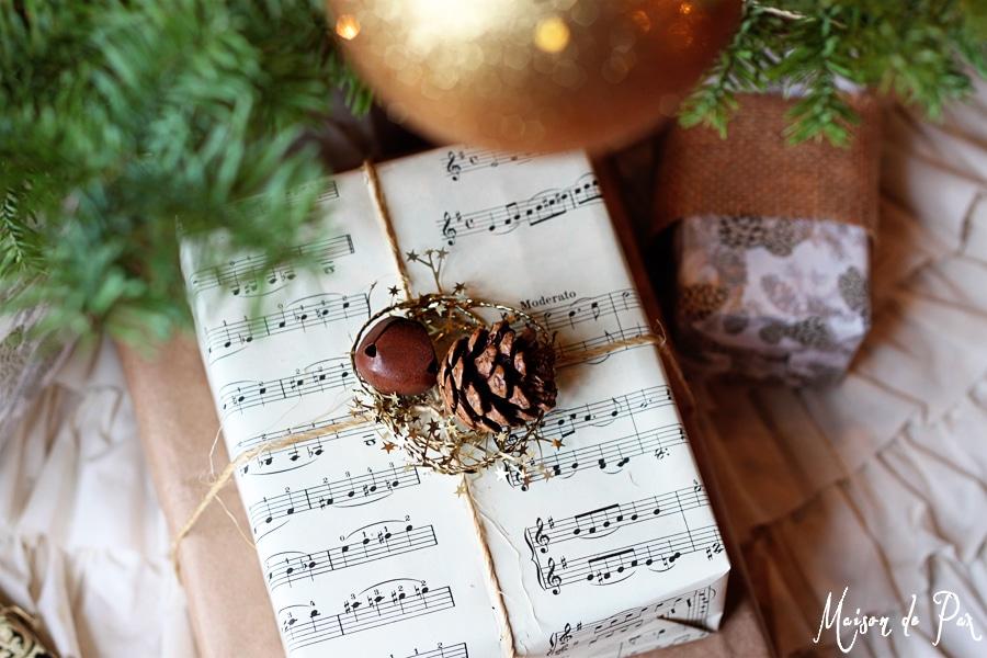 Beautiful, creative, and thrifty gift wrap ideas via maisondepax.com #diy #Christmas #holidays #craft