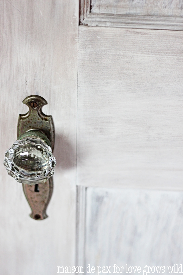 How to whitewash a door: bring texture and beauty with this step-by-step tutorial!