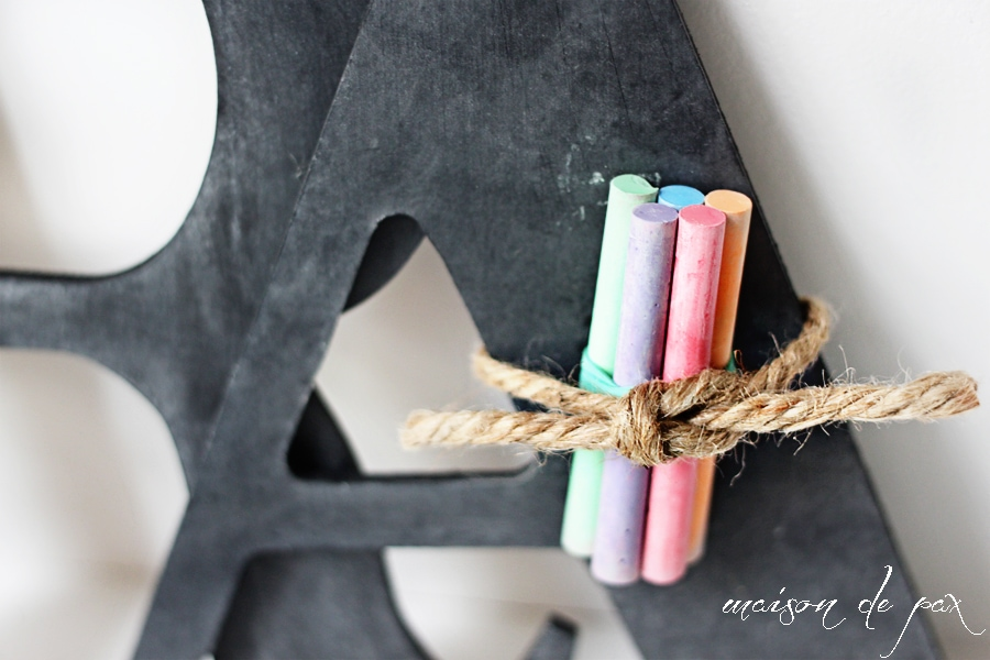Perfect gift or party favor, these little chalkboards are so precious! Get the tutorial at maisondepax.com