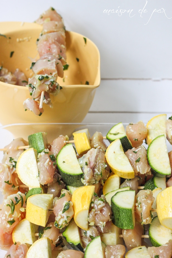 delicious and easy! pesto chicken kabobs via maisondepax.com