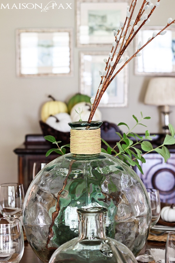 Round top demijohns and a fall centerpiece maison de pax for Fall centerpieces for round tables