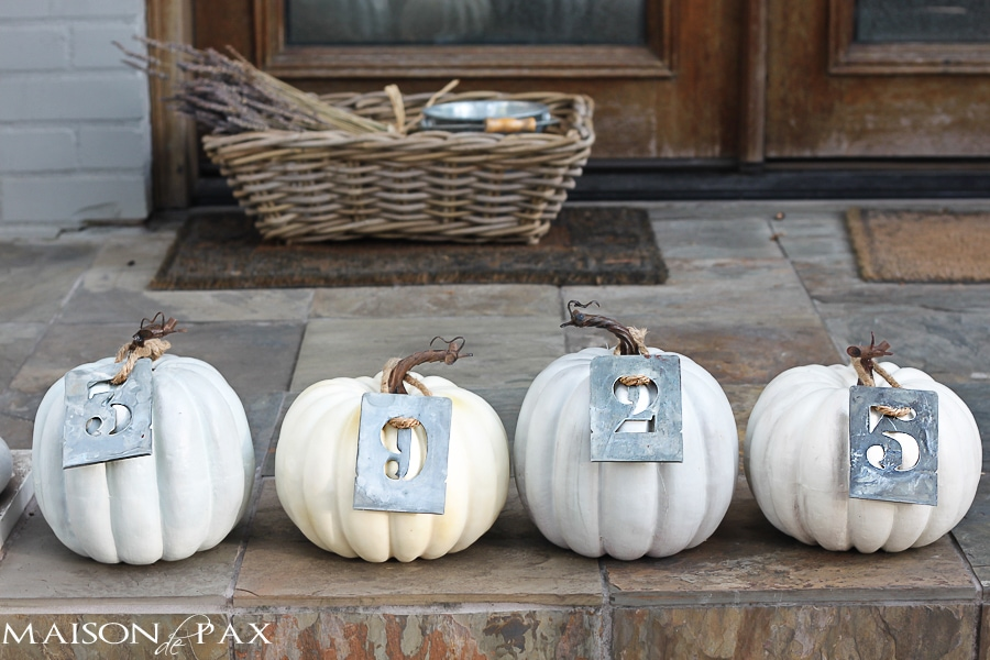 such a cute way to display your house number and decorate your front porch via maisondepax.com #fall #decor #pumpkin