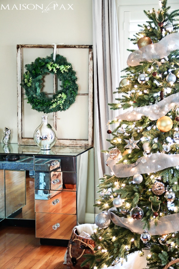 Sophisticated and simple Christmas tree decorations via maisondepax.com