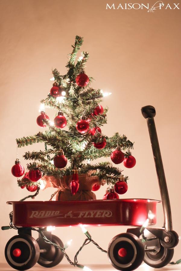 gorgeous, twinkling, holiday inspiration - beautiful Christmas lights at night via maisondepax.com