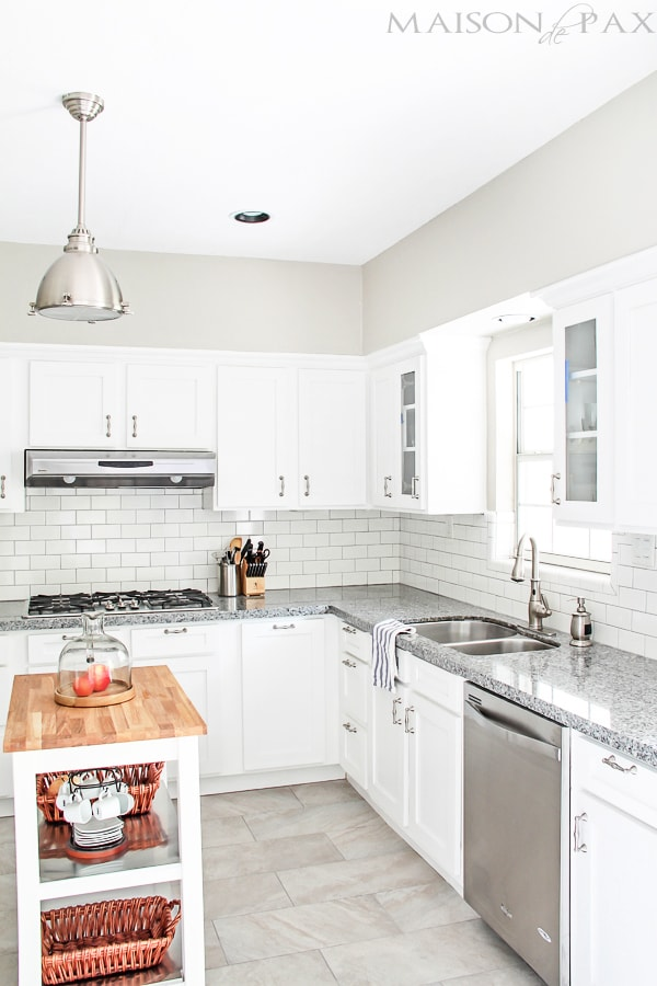 Classic white kitchen maison de pax for Classic kitchen floor tile