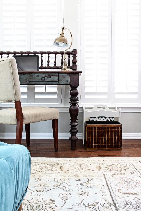 Great tips for a clutter-free desk! maisondepax.com