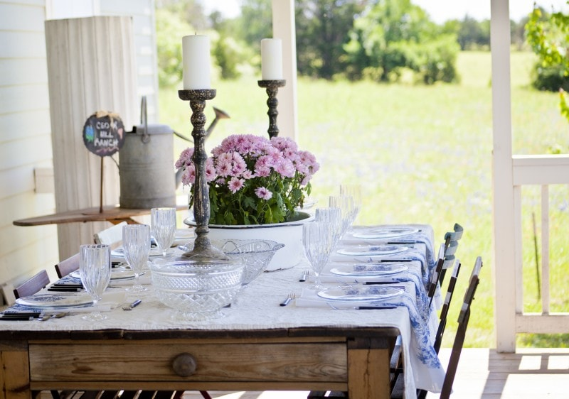 Learn how to create gorgeous, French, farmhouse style with Anita Joyce's wonderful book French Accents. Review on maisondepax.com