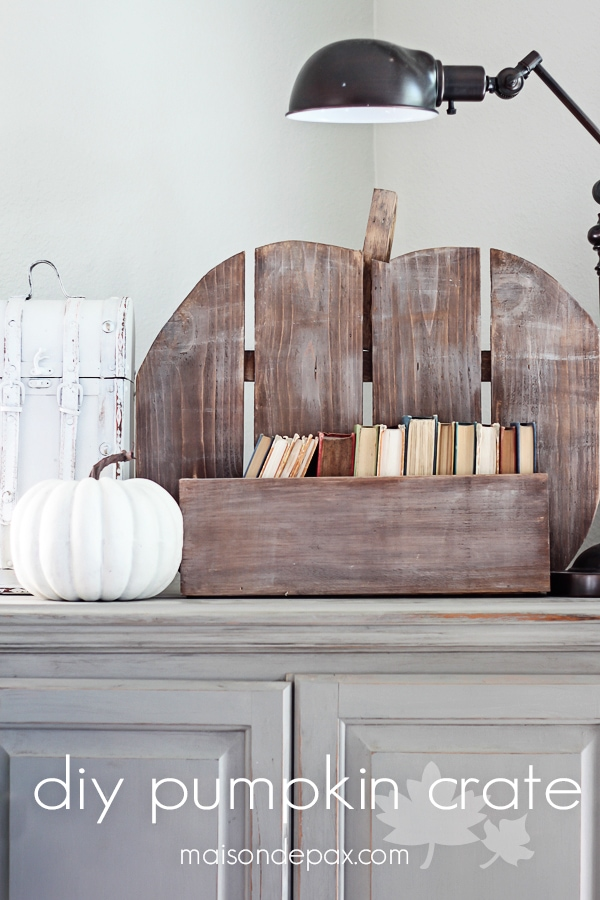 This DIY pumpkin crate is so cute and perfect for fall! Fill it with anything: pumpkins, flowers, fruit, or other fall decorations | maisondepax.com