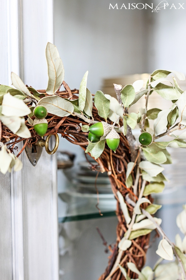 So cute and so affordable! Make this diy oak leaf and acorn wreath for fall in less than 10 minutes   maisondepax.com
