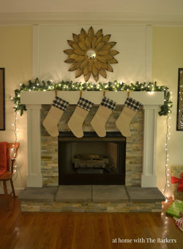 Such a sweet and charming Christmas mantel