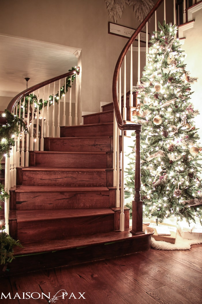 What a beautiful home! Holiday eye candy: a lovely home full of twinkling Christmas lights and beautiful nighttime pictures | maisondepax.com
