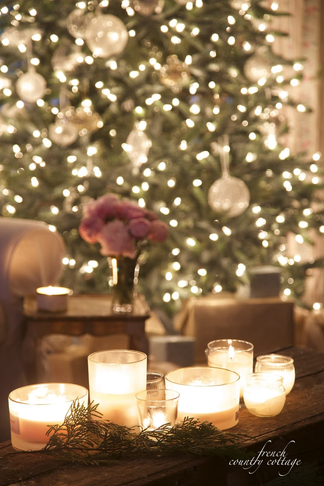 gorgeous candlelit Christmas tree!