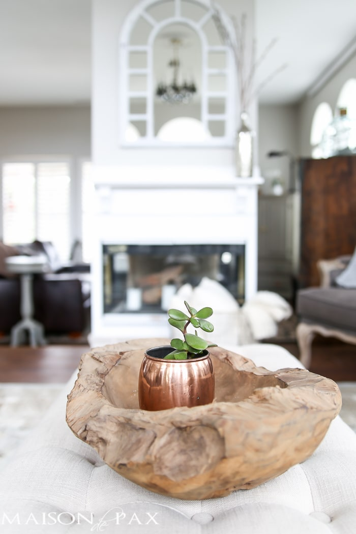 Succulent in a copper mug in a teak wood bowl... Love the layers! Tips for quick and easy decorating with flowers | maisondepax.com