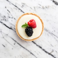 Only three ingredients! These mini lemon lime tarts are so easy and delicious | maisondepax.com