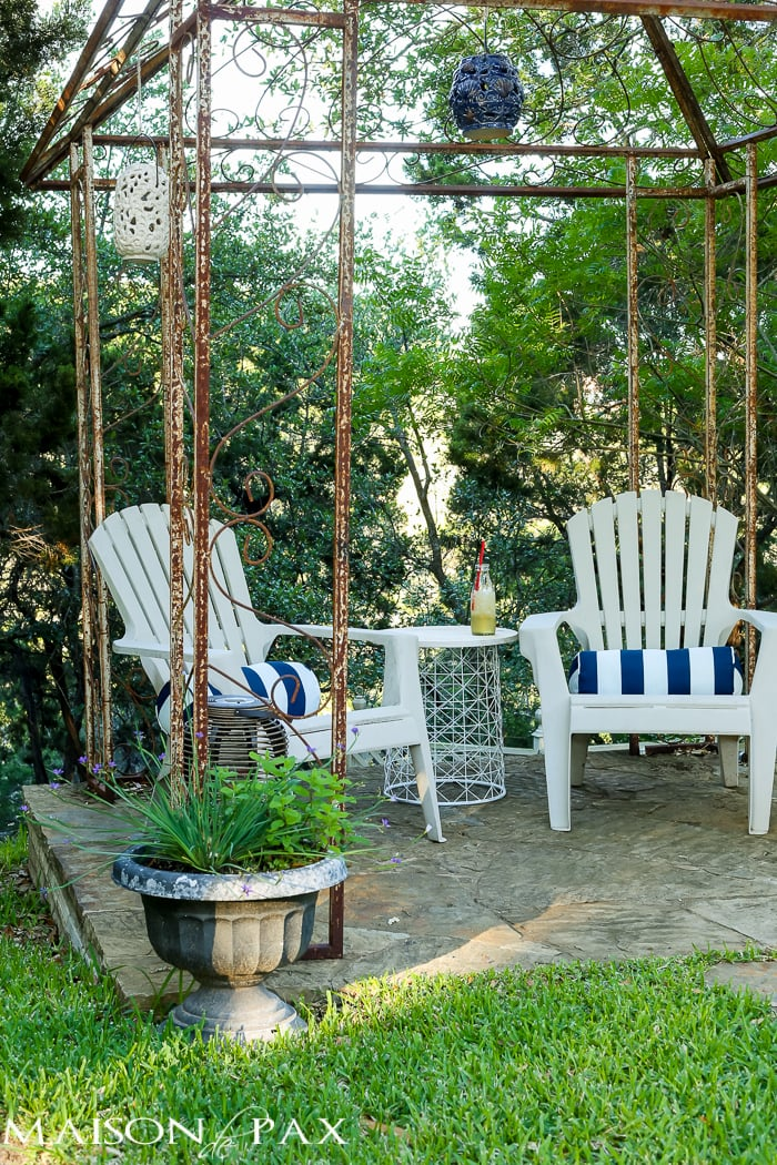 Patio decorated simply for spring - cute ideas and tips on where to find affordable outdoor decor | maisondepax.com