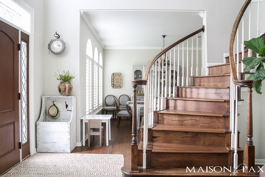 That staircase! Beautiful summer home tour with lots of whites, raw wood tones, and simple summer decorating ideas