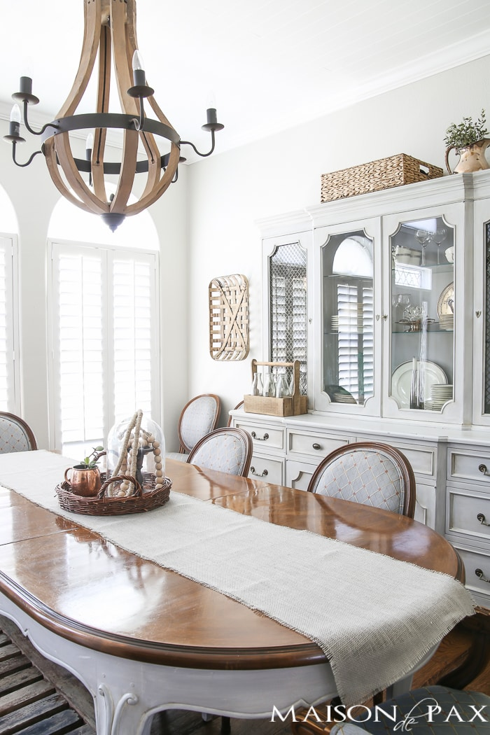 Love the wine barrel chandelier and the lovely grey French farmhouse dining room! Beautiful summer home tour with lots of whites, raw wood tones, and simple decorating ideas