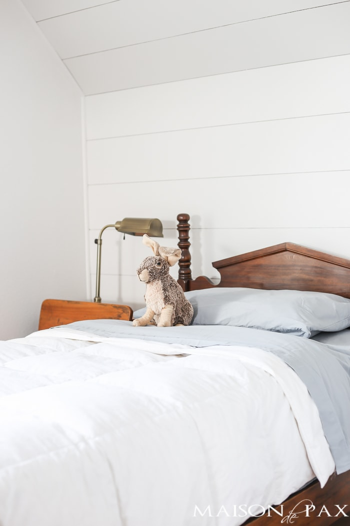 love the plank accent behind this antique bed, such a charming, farmhouse look