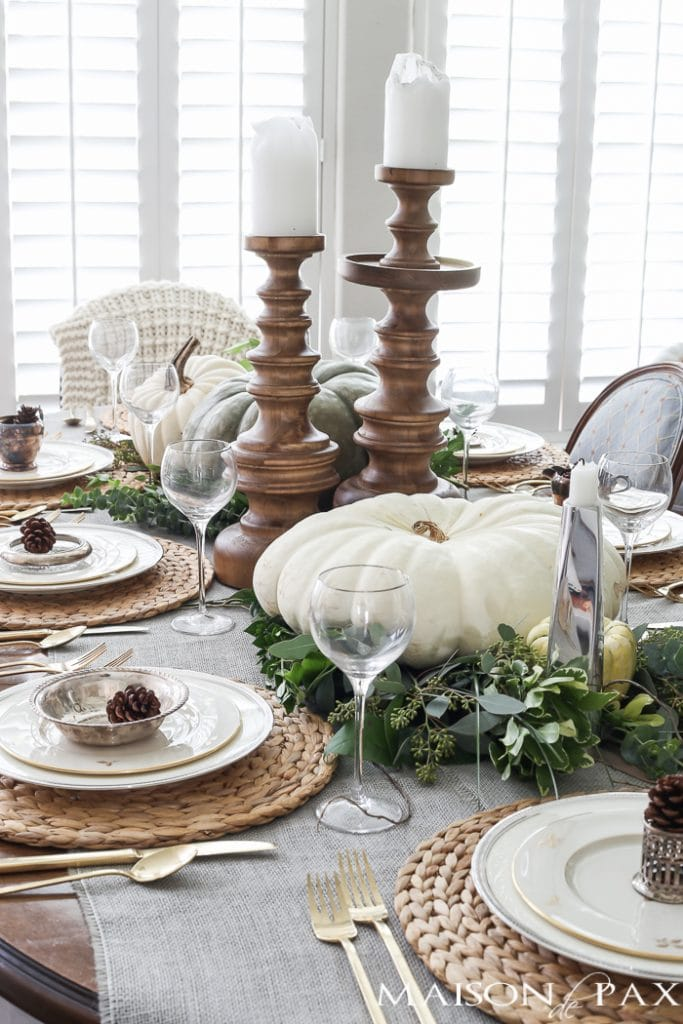 Elegant neutral thanksgiving table decor maison de pax for Elegant table setting for thanksgiving
