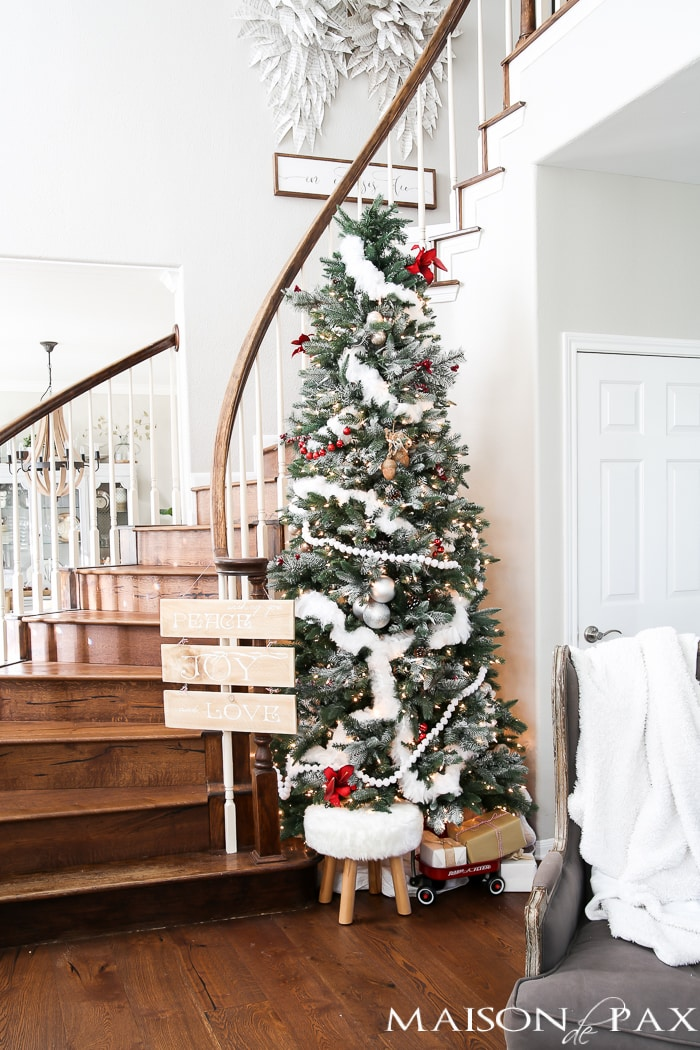 Love this red and white winder wonderland Christmas tree! And you'll never believe what that white garland is...