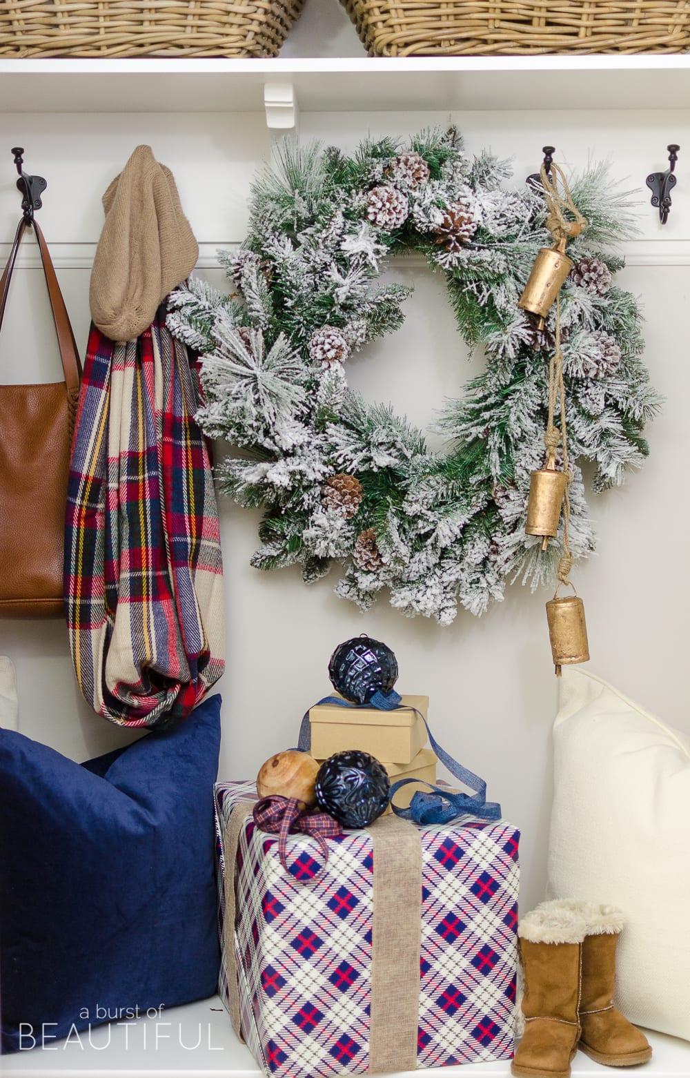 simple-christmas-entryway-7893