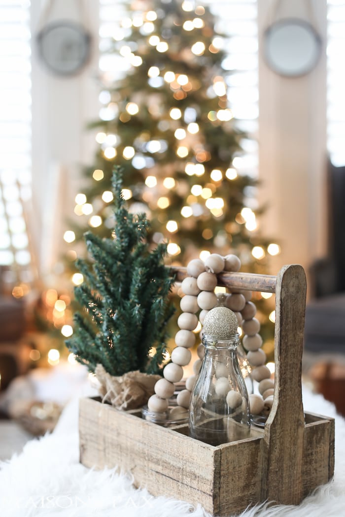 Green and white christmas decorating ideas maison de pax for A green christmas decoration